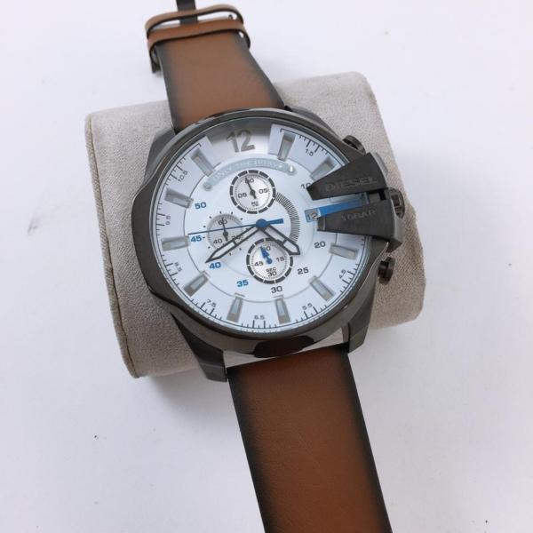 Réplica de relógio Diesel 10 Bar Couro- Marrom/Branco