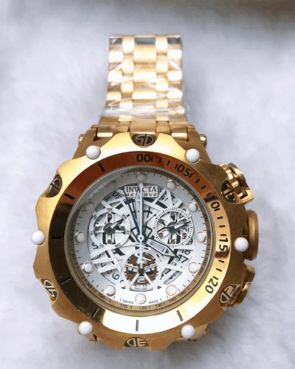 Réplica de relógio Invicta Hibrid Esqueleto – Branco/Dourado