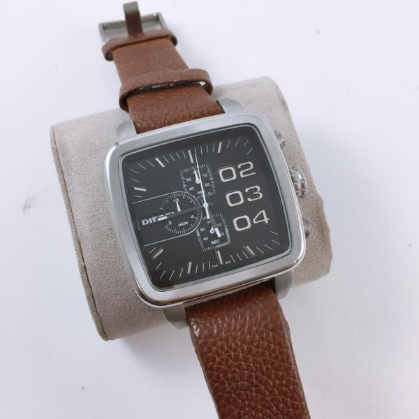 Réplica de relógio Diesel Quadrado Couro e Aço – Marrom/Prata